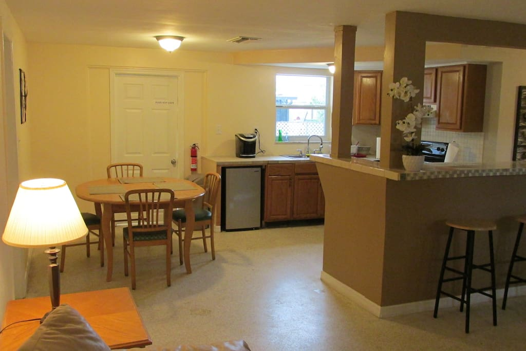 Comfortable full house - breakfast bar, stove, Keurig, economy refrigerator - 3 br/2 full bath