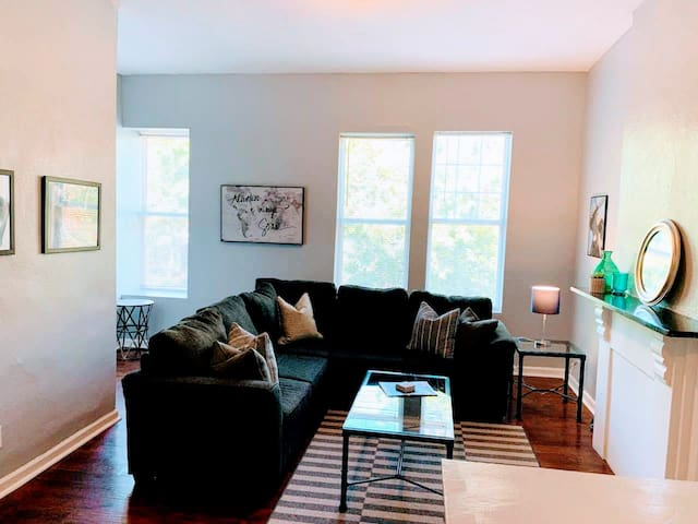 ★ The Weezy ★ 1 BR - 2 Miles to Downtown STL