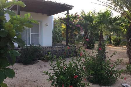 """Sand"" One bedroom house sea view Praia Chaves - Rabil - วิลล่า"