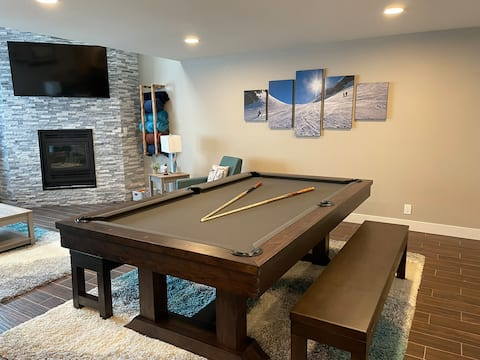 Newly Remodeled Luxurious Penthouse Pool Table