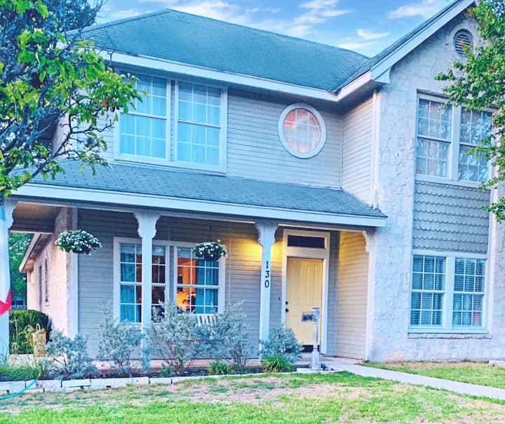 Cozy Boerne Home- Less than a mile to Main Street!