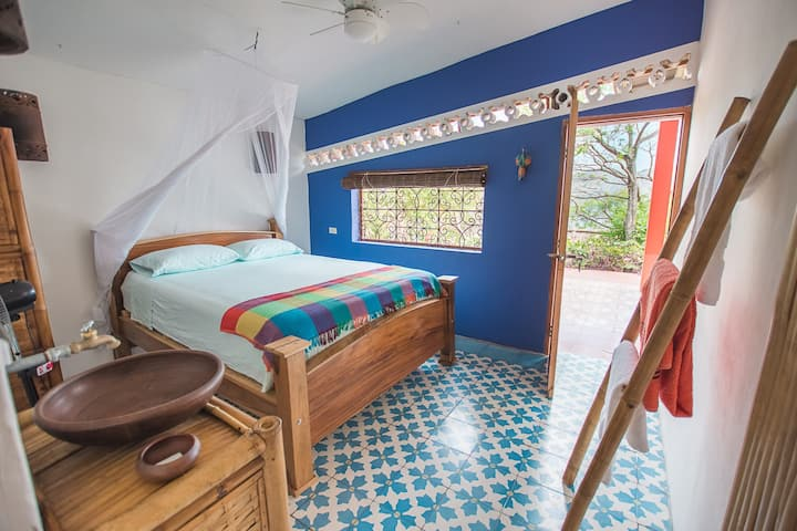 Toucan room at Casa de las Aves. Outside shower