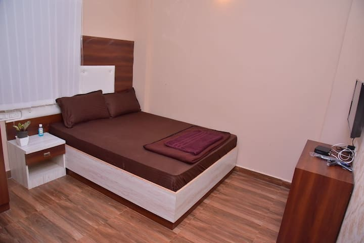 Couple friendly rooms for long stay at Bangalore
