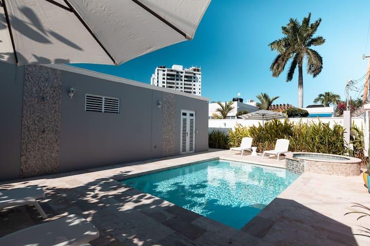 Palm Springs style home near Ocean Park beach