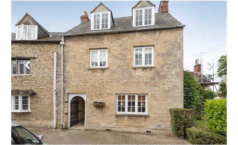Boutique Cottage in Cirencester