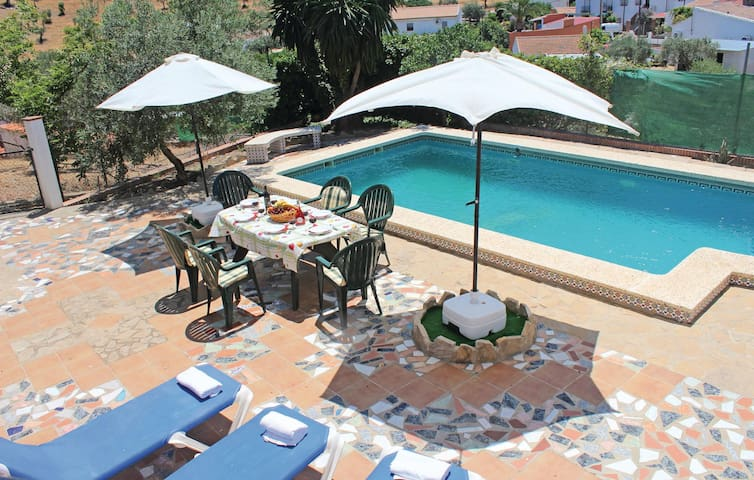 Holiday cottage with 4 bedrooms on 200 m² in Álora-Bermejo