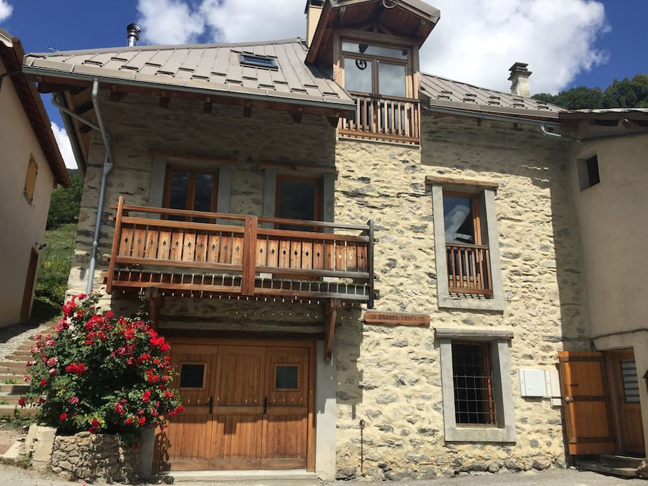 Eté : randonnées, rafting, BBQ, découverte des glaciers, ballades dans un des plus beaux village de France