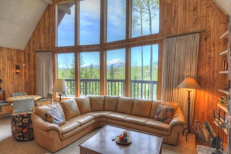 WILDFLOWERS CHALET: 3 Bed/2.5 Bath Home, Mountain Views, World Class Skiing Nearby, W/D, Indoor HT - House