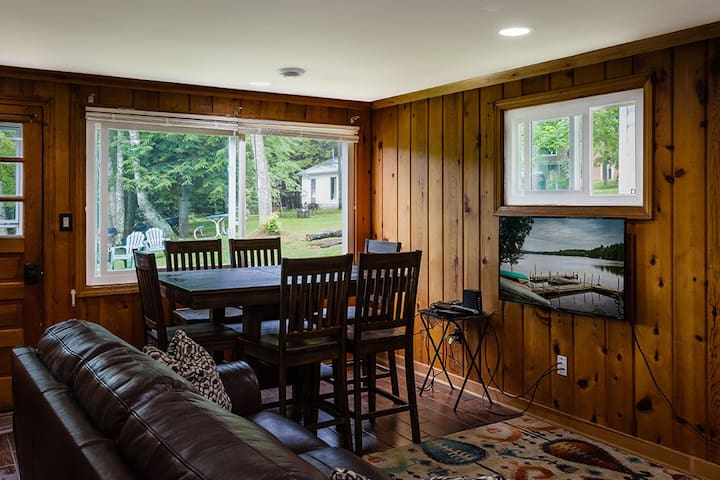 Renovated Lakeside Cabin#4,Hot Tub,Fishing Pier,Boats,Snowmobile right off property