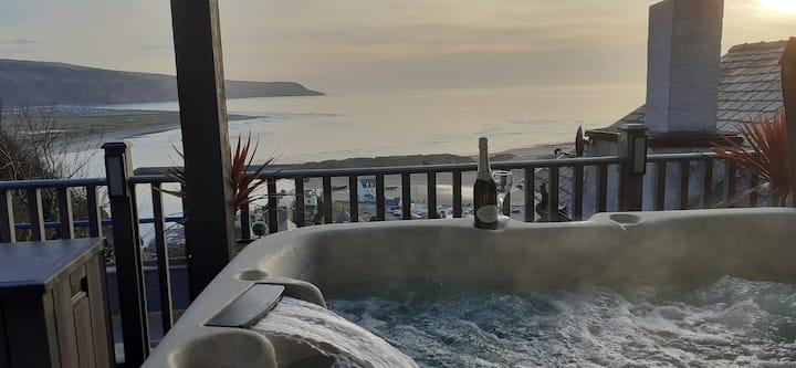 Tyn-y-Ffynnon Cottage & Hot tub with Sea View