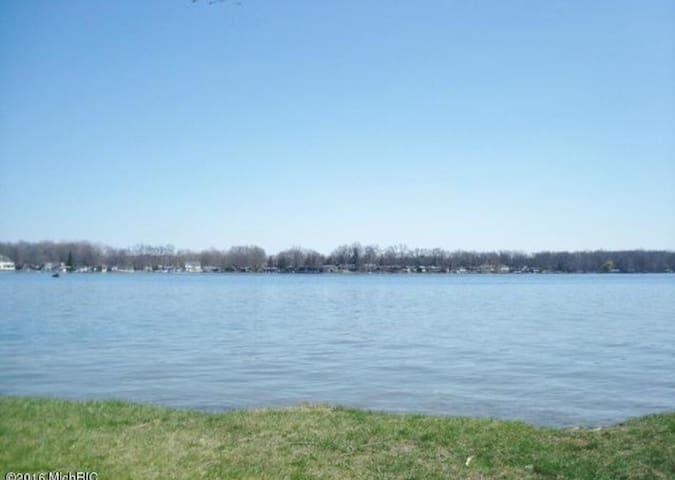 Magician Lake  @ Sister Lakes, MI - Dowagiac - Rumah