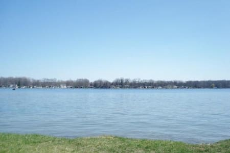 Magician Lake  @ Sister Lakes, MI - Dowagiac - Hus