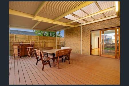 Room available in Beautiful house - Altona Meadows
