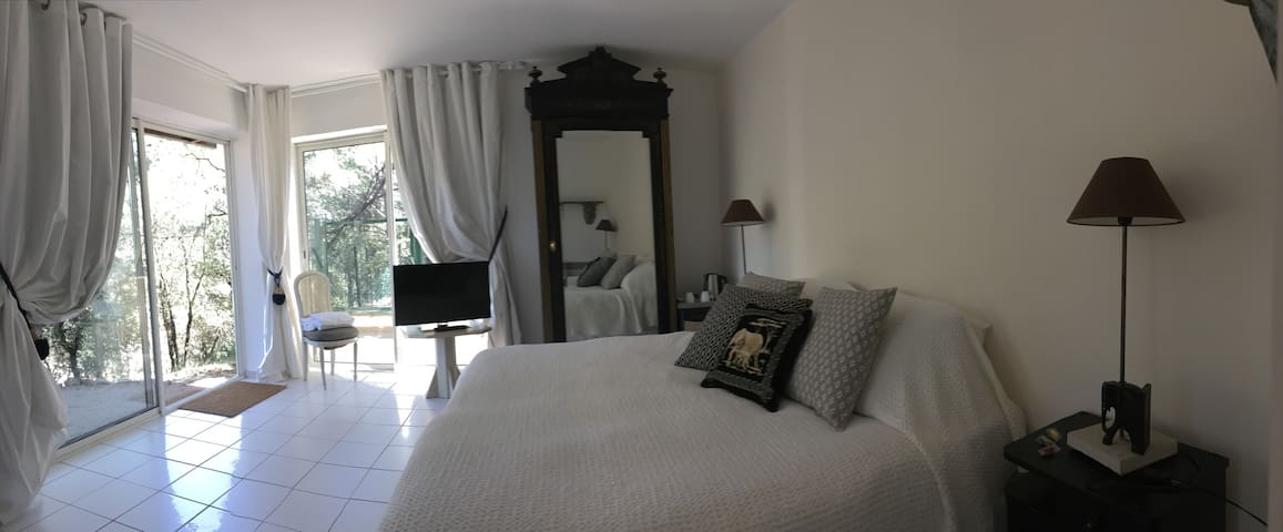 Chambre IVOIRE - Vaugines - Bed & Breakfast
