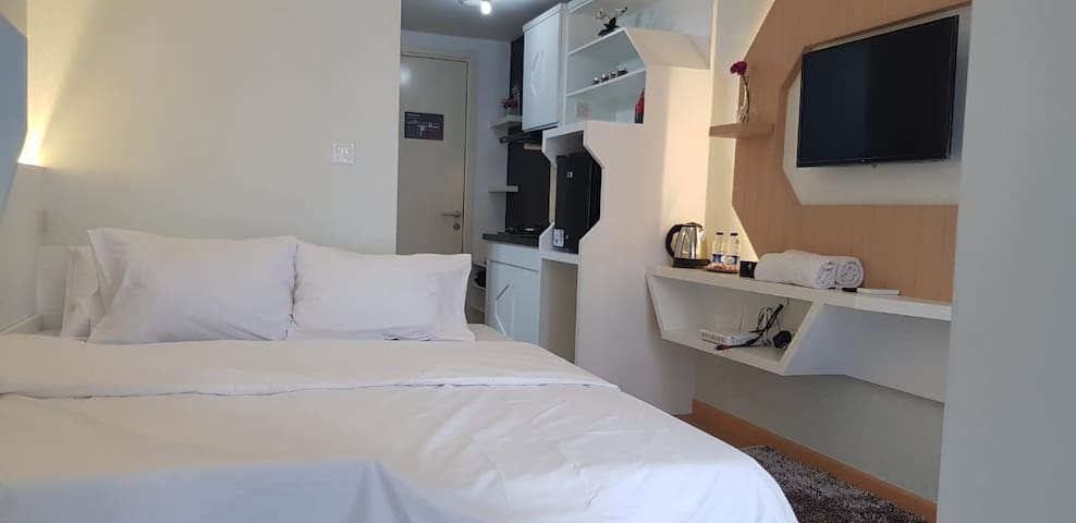 Modern Stylish Studio Mtown Gading Serpong (WIFI)