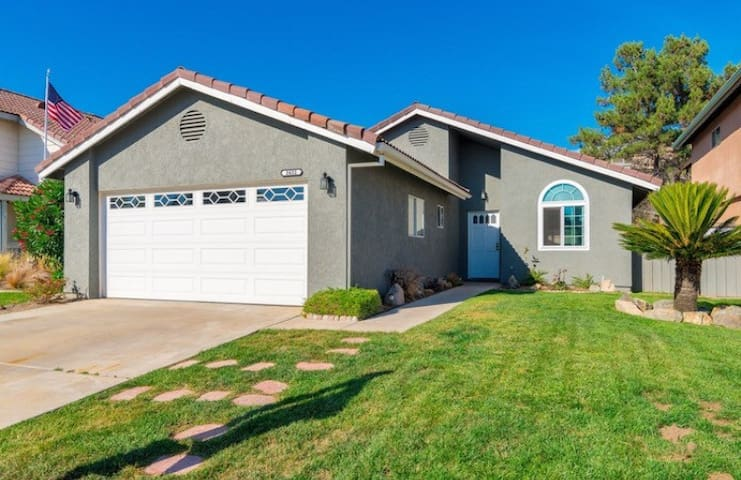 2 beds, 1 bath. Close to everything! - Escondido - House