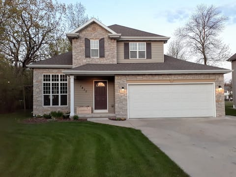 Lovely home 25 minutes from the Green Bay Packers!