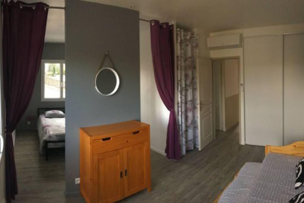 La 2eme chambre à l'étage avec un 2 espaces , un lit 140 X 190 et 2 lits 90 x 190