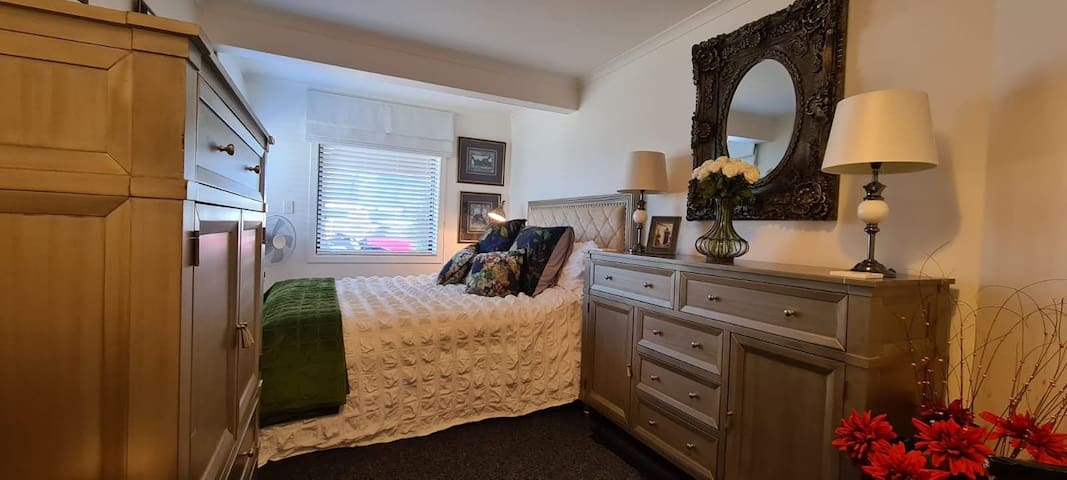 Cosy, comfortable room with high quality furnishings