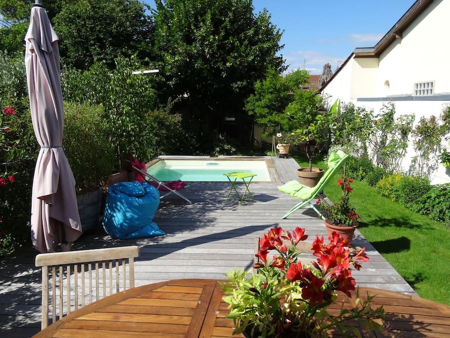 La terrasse et sa plancha pour les déjeuners