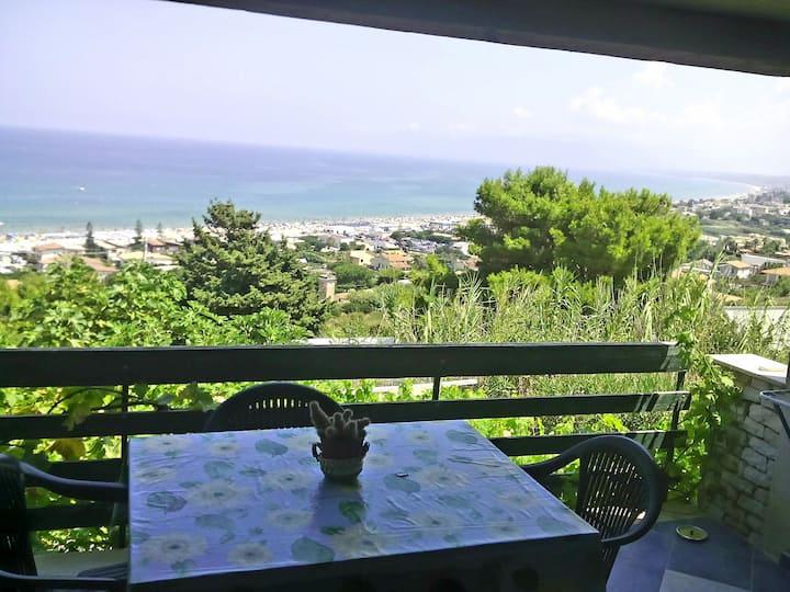 Mini appartamento con terrazza vista mare