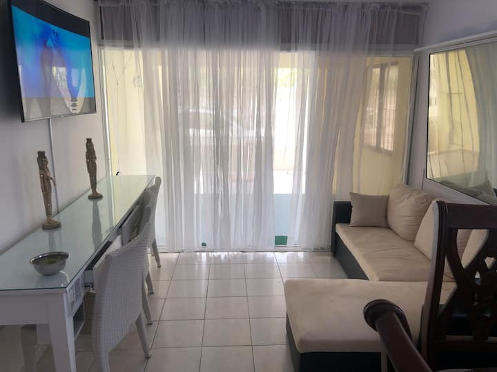 Local House Near Beach 2 Rooms, City Center $35
