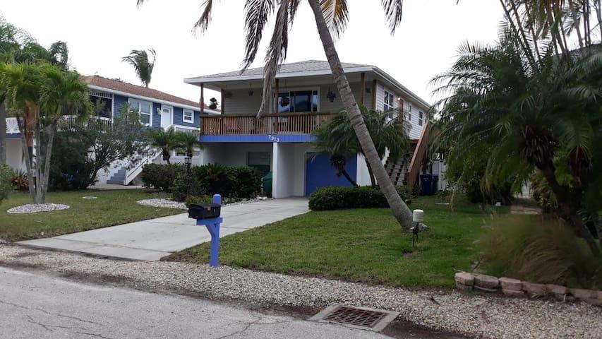 2b/2b beach home on Anna Maria Island
