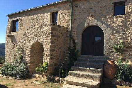 Masia in mountains/stunning beach&mountain views - La Vajol - Guesthouse