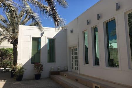 Maison avec jardin proche Burj Al Arab et plage