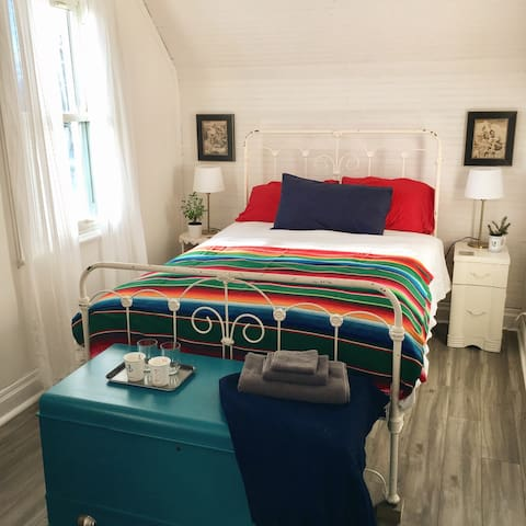 Cozy Guestroom in Downtown Almonte - Mississippi Mills - House