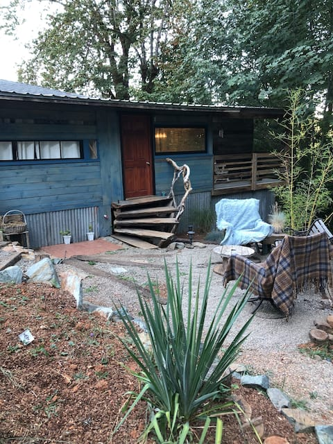 1 bedroom Private Cottage w/ luxury W/in shower.