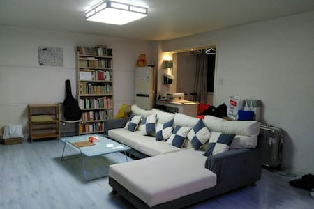 Tidy single room in a bright flat - Beijing - Apartment