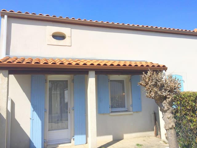 Petite maison très agréable et bien située - Le Grand-Village-Plage - Dom