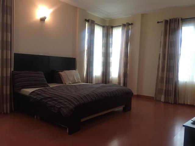 Lammy Court - Apartment