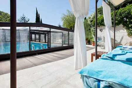 Beautiful house w/garden and pool - Barbentane - Villa