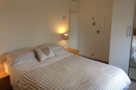 Private, double room/ensuite wet room,near York