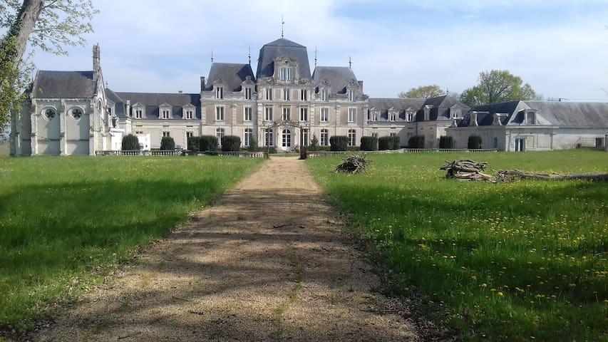 Chambre Stendhal dans le château des Grands Ruaux