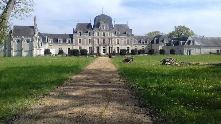 Chambre De Musset dans le château des Grands Ruaux