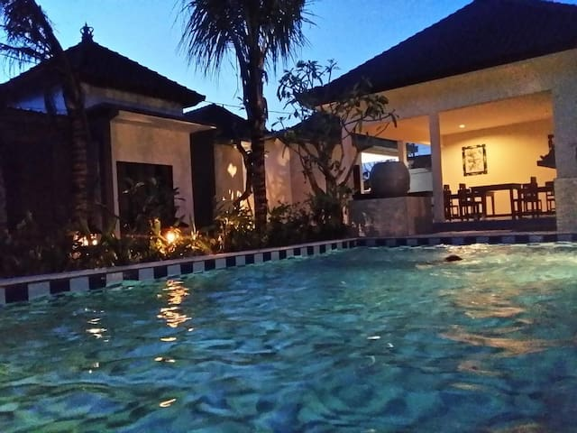 ROOM +BRFST+POOL+WIFI near BEACH in NUSA DUA
