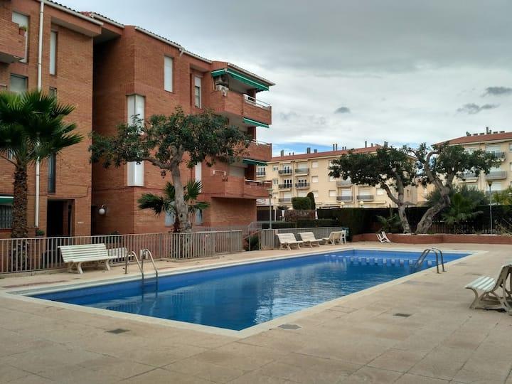Apartamento confortable con piscina. WIFI