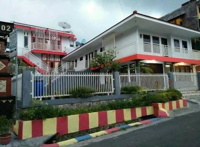 Rumah Villa keluarga bersih nyaman dan aman