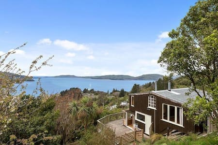 Incredible view, all day sun, BBQ in Port Chalmers - Careys Bay