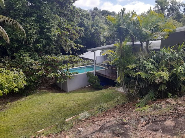 Luxury 4BRM holiday house with pool near Strand!