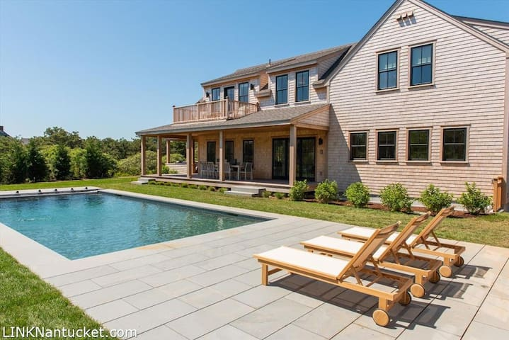 Surfside Beach House,Close To Beach with Pool