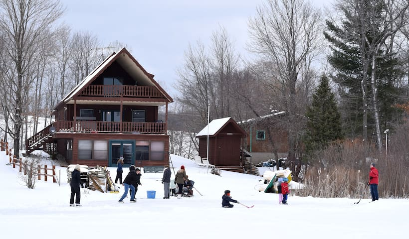 Dancing Bear Lodge, Cozy Enough for Two or Twenty!