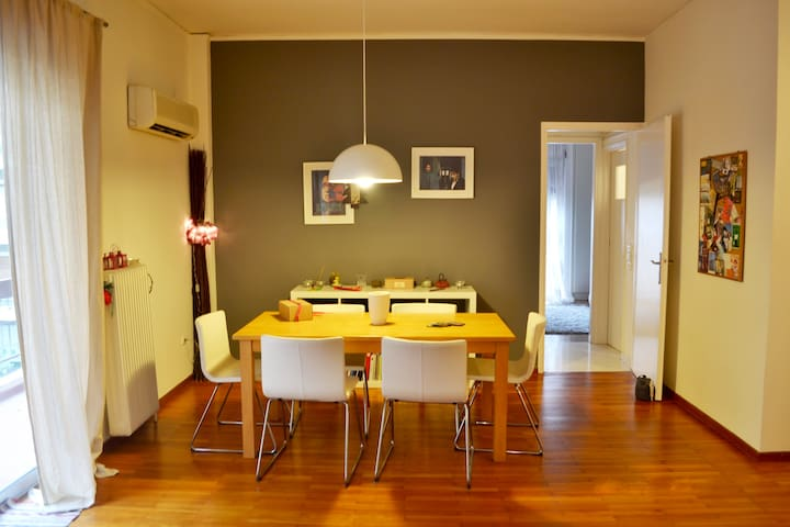 Cozy apartment in Athens Center, Metro 7min - Kesariani - Departamento