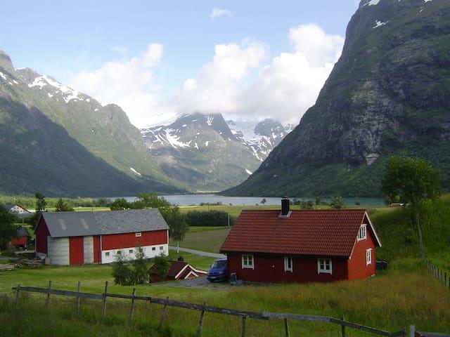 Aud`s Cottages, Sandal, Byrkjelo - Byrkjelo - Mökki