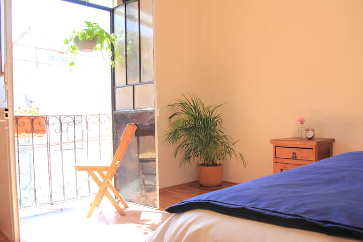 Private room with balcony in house - Ciudad de México - Huis