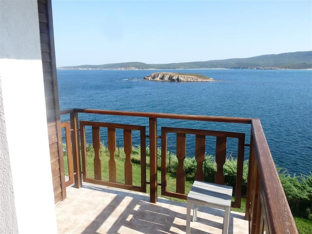 Elegant Seaside Apartment - Sozopol - Flat