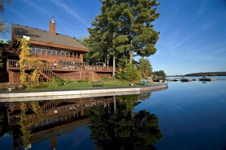 LAKEFRONT COUNTRY INN COUPLES RESORT (F $299)